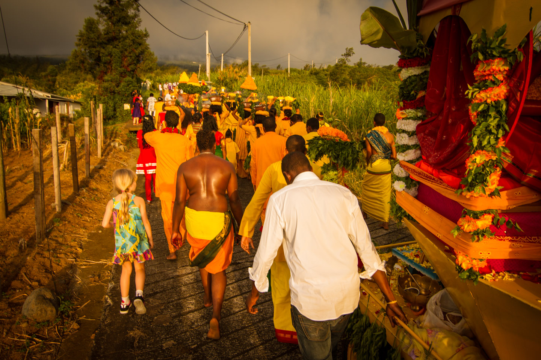 Hindu Tamil ceremony procession Marche sur le feu firewalk La Reunion