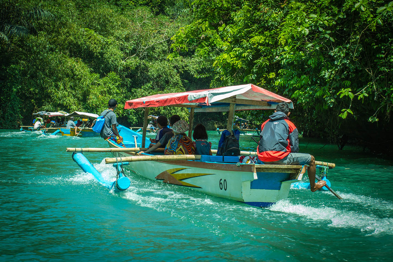 Green Canyon Pangandaran Java Indonesia River boat tour / Indonesien Fluss Bootstour