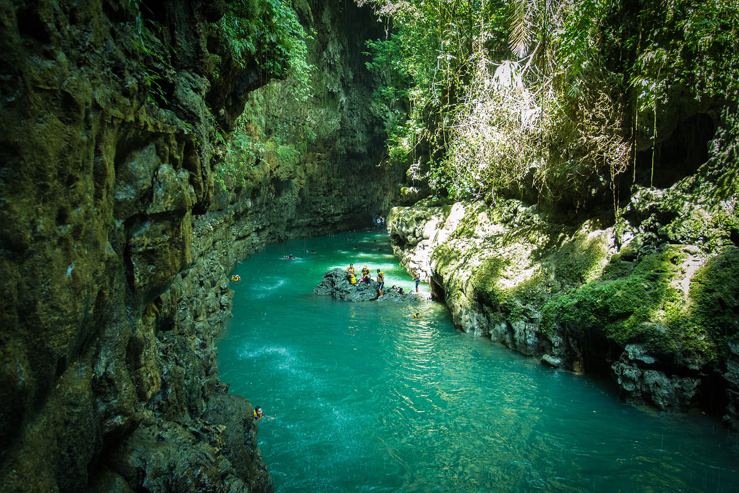 Green Canyon Pangandaran Java Indonesia cliff jump / Indonesien Turmspringen Klippenspringen