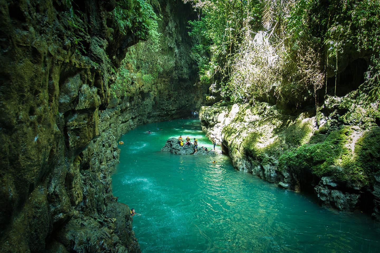 Green Canyon Pangandaran Java Indonesia cliff jump / Indonesien Turmspringen Klippenspringen