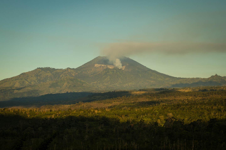 Ijen crater java indonesia volcano / Krater Vulkan Indonesien