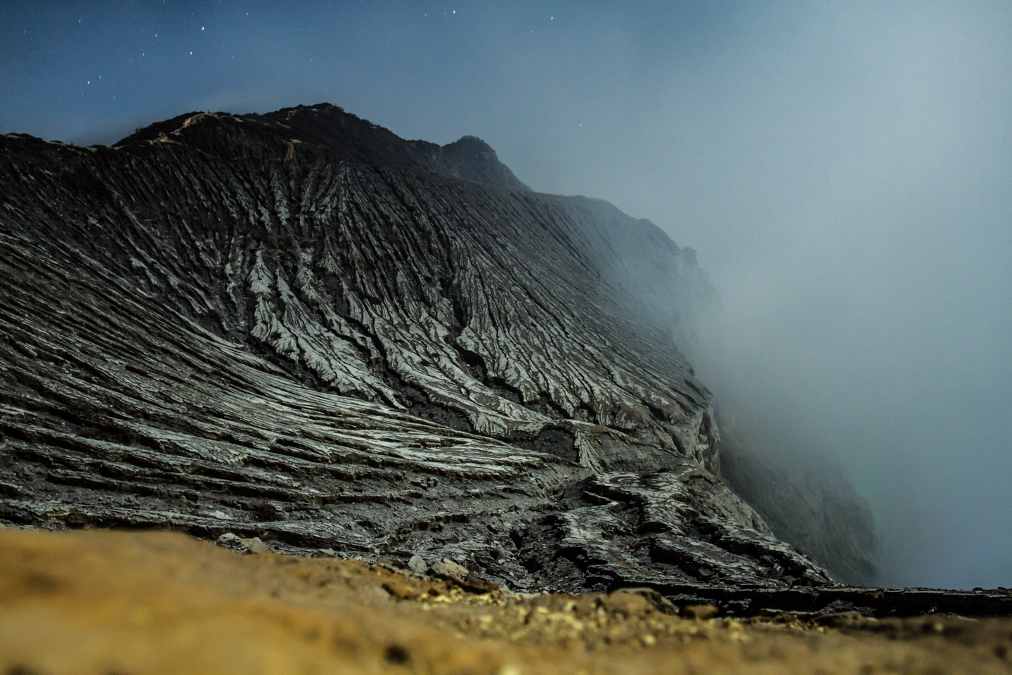 Night walk to the Ijen crater java indonesia / Aufstieg nachts Krater Vulkan Indonesien