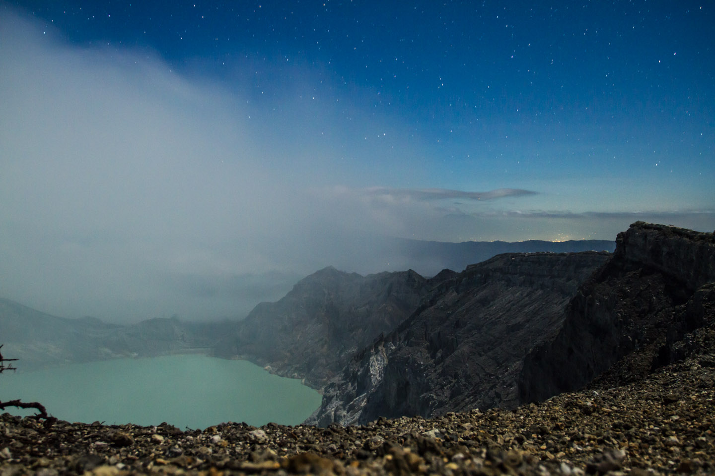 Ijen crater lake java indonesia / Kratersee Krater Vulkan Indonesien