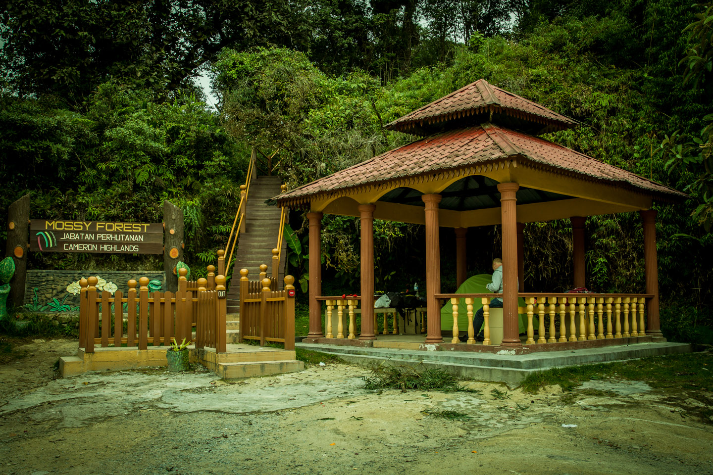 Entrance to the Mossy Forest Mount Gunung Batu Brinchang with little shelter refuge house camp site, camping ground