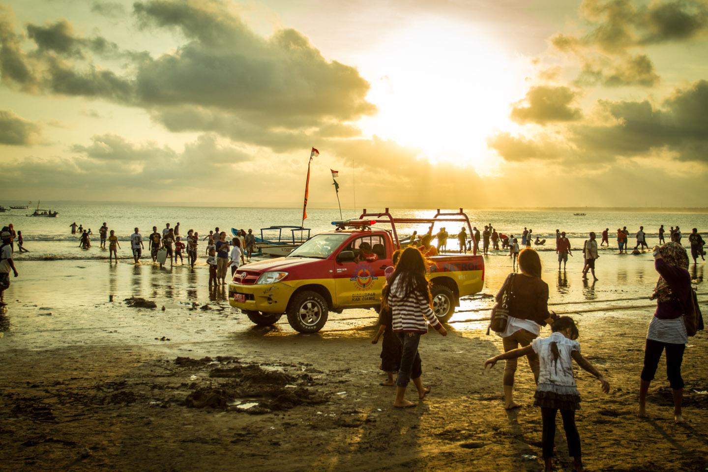 Pangandaran life guard closing the beach Java Indonesia Indonesien