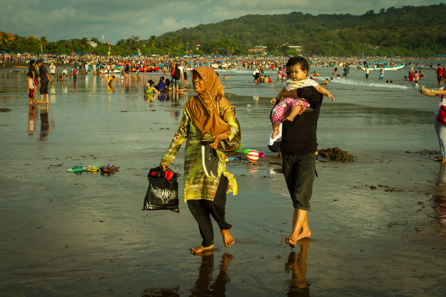 Muslim family at the surfing beach during Ramadan Idul Fitri Pangandaran Java Indonesia Indonesien
