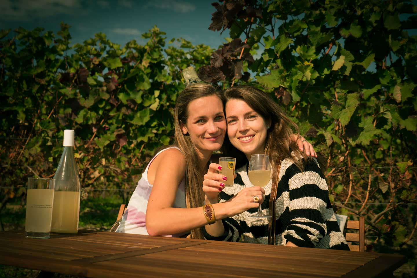 Anita Kisiala and Lisa Gerhard at the Oppenheimer Schlemmerwanderung 2015 Gourmet walking tour